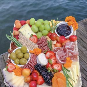 Dtocs Disposable charcuterie board